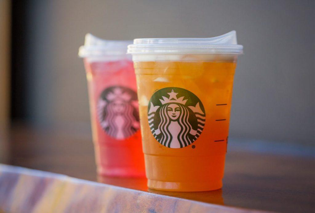 Starbucks elimina el uso de popotes de plástico y lanza nuevos vasos