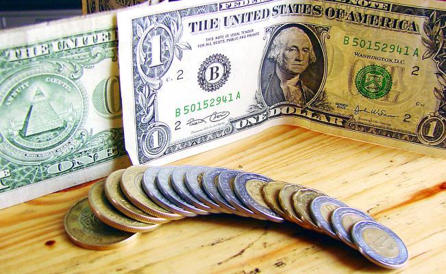El dólar sube a 18.90 pesos en bancos por tensión comercial EU-China