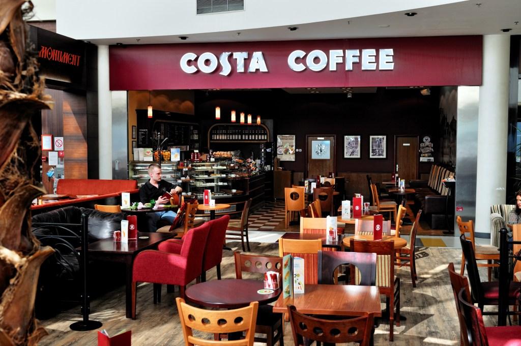 Coca-Cola competirá con Nestlé y Starbucks, adquiere las cafeterías Costa