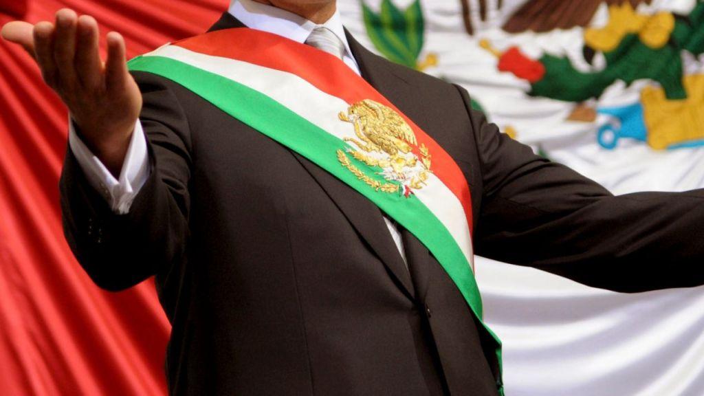 Diputados aprueban cambiar orden de colores en la banda presidencial