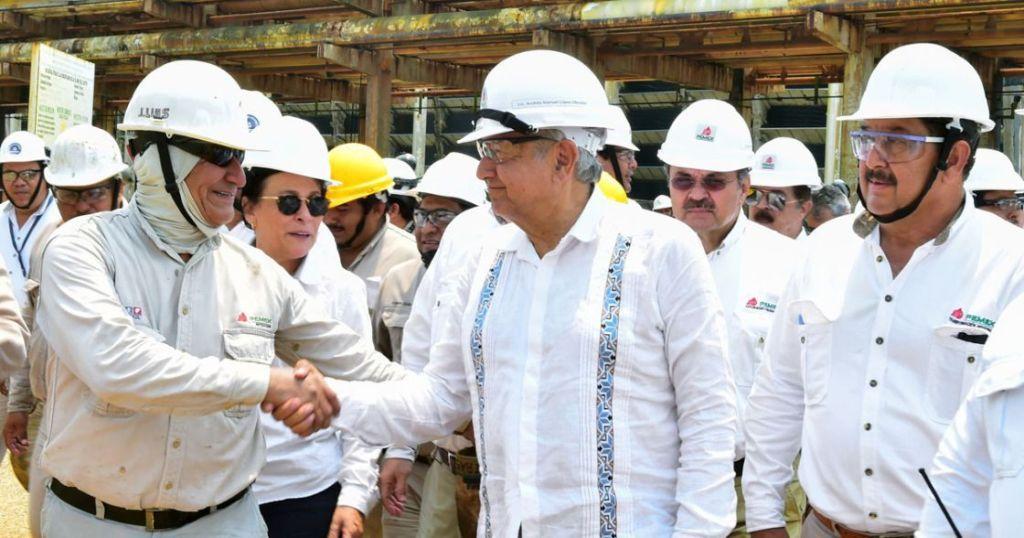 AMLO estima que recorte de salarios «de los de arriba»permita rehabilitar refinerías