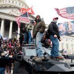 3 escenarios posibles de la crisis política en Estados Unidos tras el asalto de los seguidores de Trump al Capitolio