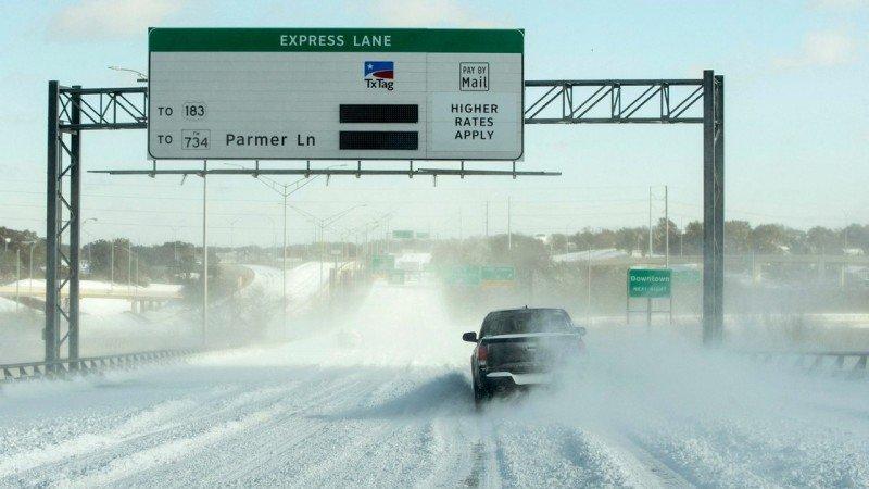 Bajas temperaturas en Texas provocan cierres de refinerías