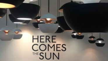 "Hanglamp ""Here Comes The Sun"" door Bertrand Balas"