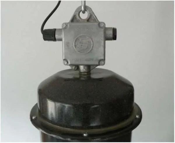 Geemailleerde barrel hanglamp XL detail