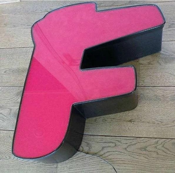 rood met zwart letterlamp F 2