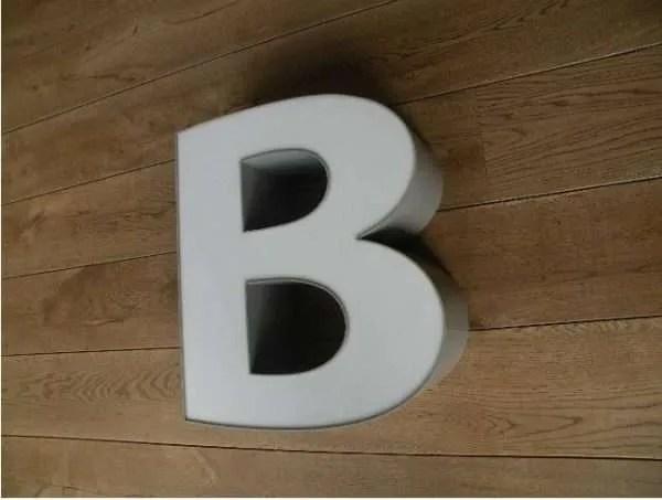 letterlamp grijs wit B 3