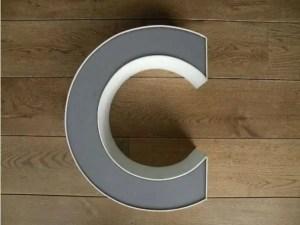 letterlamp grijs wit C 1