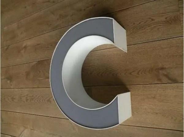 letterlamp grijs wit C 3