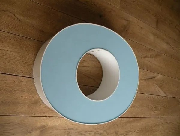 letterlamp wit met blauw o zijkant 2