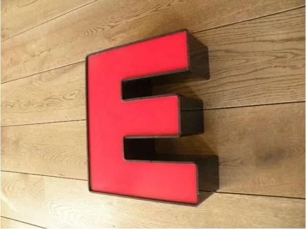 letterlamp zwart rood E 3
