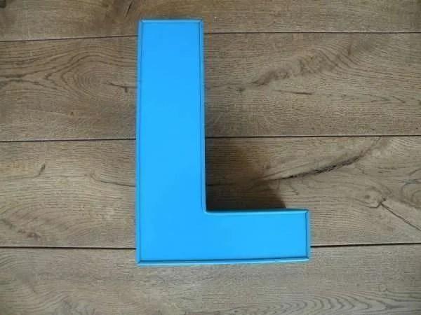 Letterlamp blauw L front