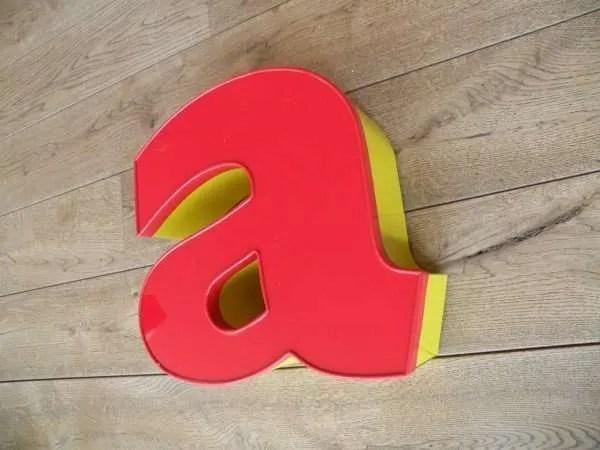 Letterlamp rood geel a zijkant