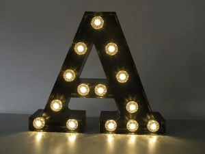letterlamp bakletter A voorkant aan