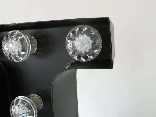letterlamp bakletter L voorkant detail