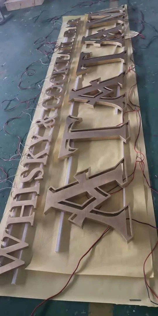 Bar letters backlit creatief 2