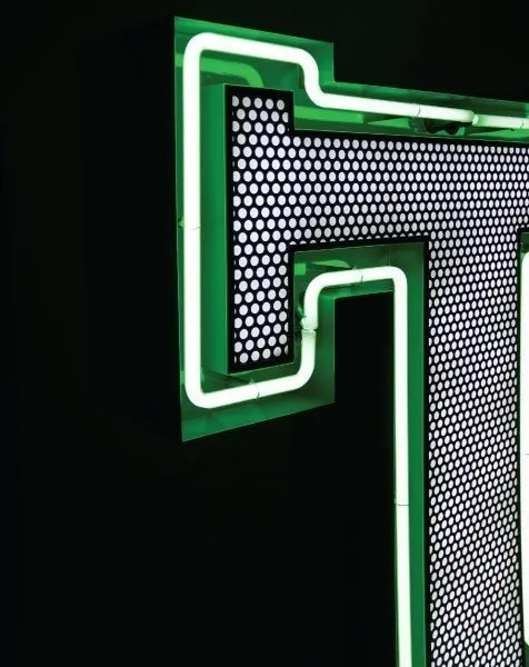 Delightfull letterlamp T detail
