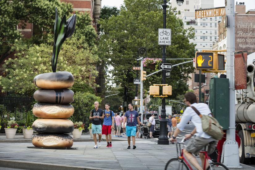 "Giant Bagels and Huge Tulips Celebrate the ""Taste"" of New York"
