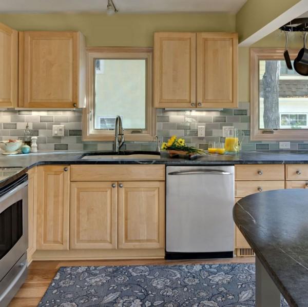 7 Kitchen Backsplash Ideas with Maple Cabinets That Do It ... on Kitchen Backsplash With Natural Maple Cabinets  id=53232