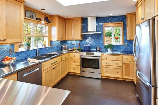 7 Kitchen Backsplash Ideas with Maple Cabinets That Do It ... on Backsplash For Maple Cabinets  id=42899