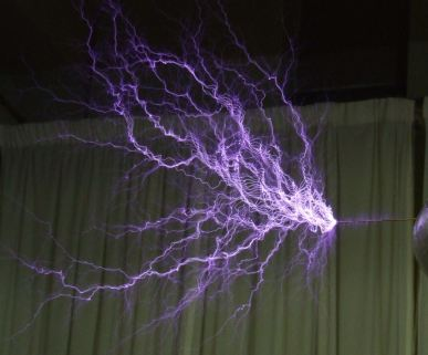 Electric discharge showing the lightning-like plasma filaments from a Tesla coil. Click image for detailed view. |Source=Caroline Tresman, taken at the 2006 UK Teslathon