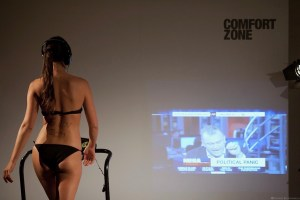 Walking Girl | performance de Alexandre Lyra Leite