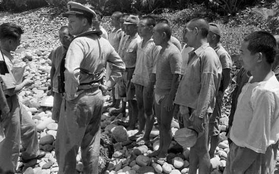 太平洋島嶼上堅守6年的日軍,向美軍投降時歡呼起來