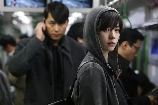 馮小剛真的是夠了,電影拍的爛還能怪整容臉?