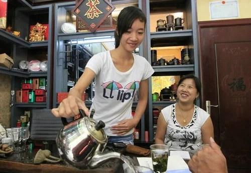 男子娶了16歲越南學生妹 每天的幸福生活讓人羨慕