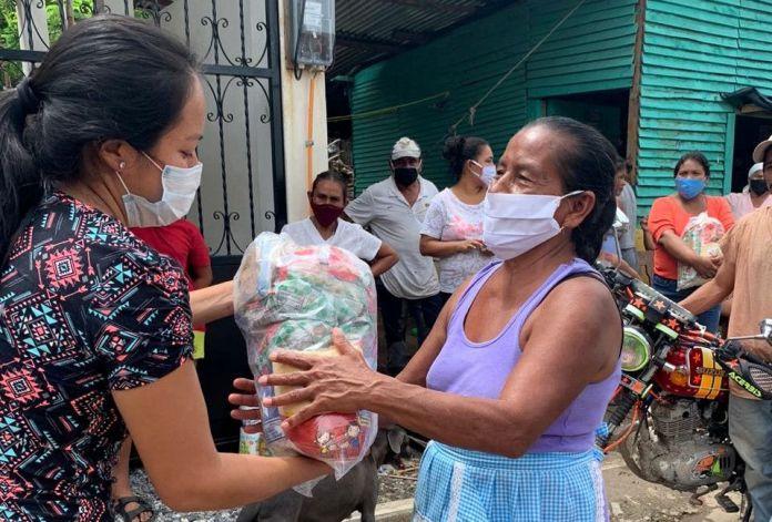 Entrega de bolsas de víveres en Magdalena