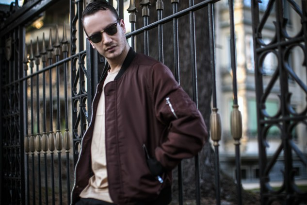 infashionity henri balit men's fashion blog swiss blogger burgundy bomber jacket hm holiday clubmaster rayban