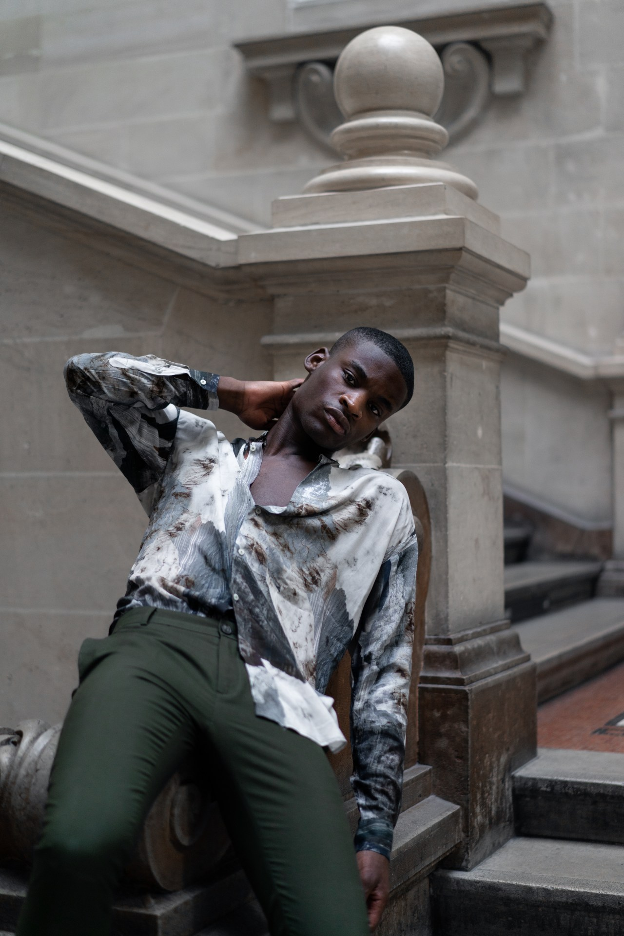 infashionity men's fashion magazie editorial black model zara marble shirt palais rumine