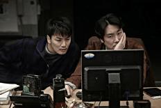 Detective Min-bum mit Tunnelblick und zweifelndem Partner
