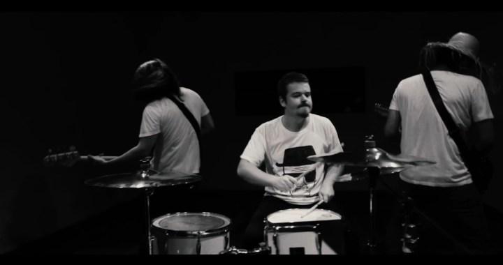"Quintal Selvagem disponibiliza clipe de ""Lonely"""