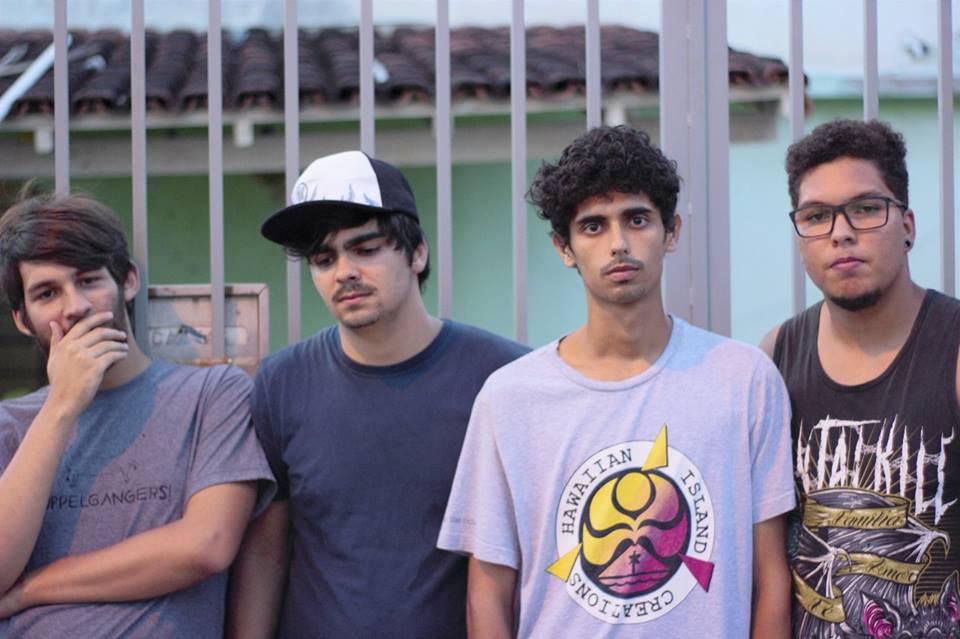 Vídeo: Tarde Mais Densa lança inédita ao vivo no RC Studios