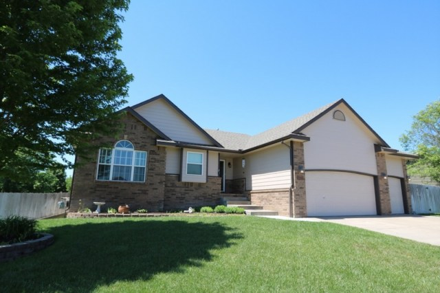 Suburban with yard that makes a great first impression