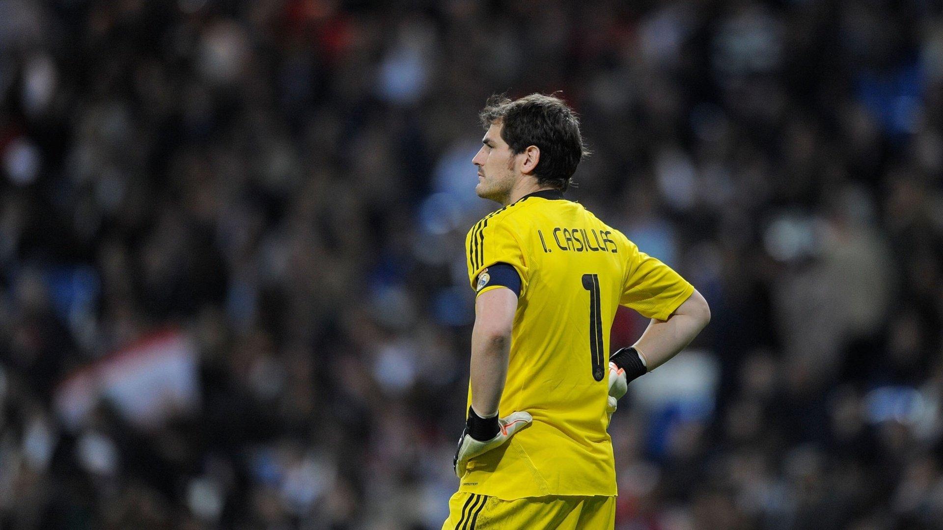 VIDEO: 25 Ridiculous Iker Casillas Saves