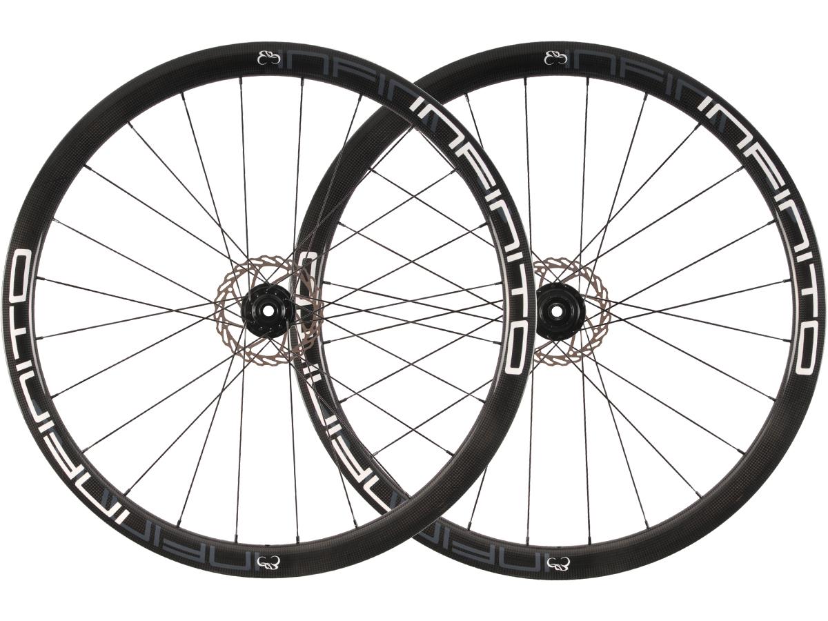 https://infinito-cycling.com/wp-content/uploads/2019/01/D4C-Witte-velg-Zwarte-naaf-1.jpg