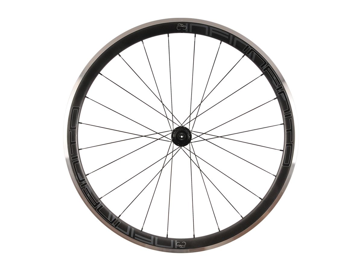 R4AC – Zwarte velg – Zwarte naaf – Rear – 1