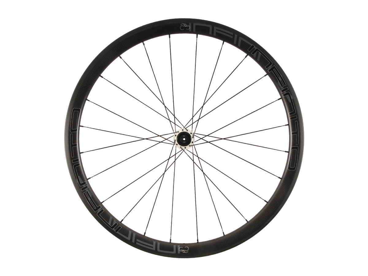 https://infinito-cycling.com/wp-content/uploads/2019/02/R4C-Zwarte-velg-Witte-naaf-Rear-1.jpg