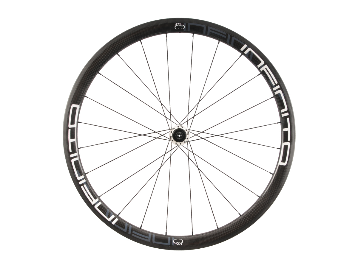 https://infinito-cycling.com/wp-content/uploads/2019/02/R4T-Witte-velg-Witte-naaf-Rear-1.jpg