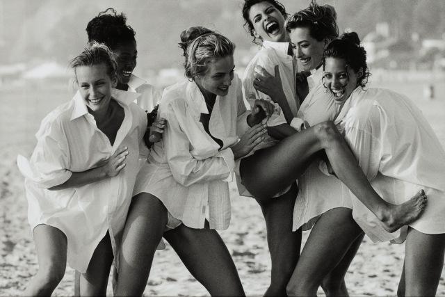 'Linda Evangelista, Tatjana Patitz, Christy Turlington, Estelle Lefébure, Karen Alexander, Rachel Williams, Vogue US, Praia Los Angeles, 1990 Peter Lindbergh - Foto cortesia