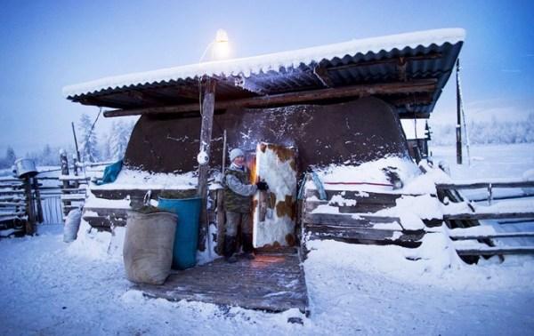 oymyakon-village-in-russia-by-amos-chapple-11-677x427