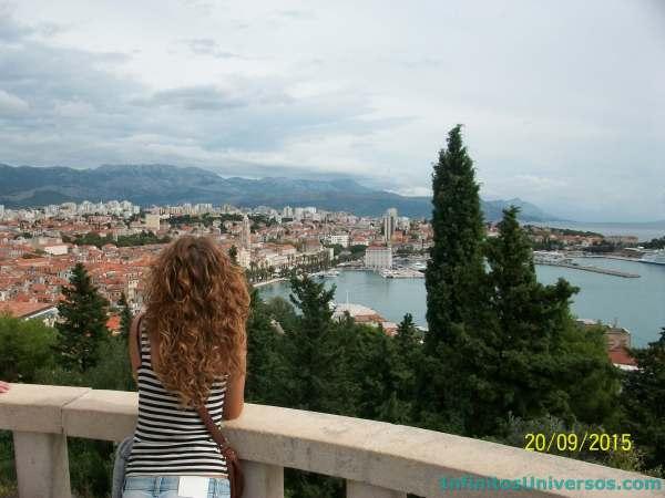 Vistas de la ciudad desde el monte Marjan - Europa en verano
