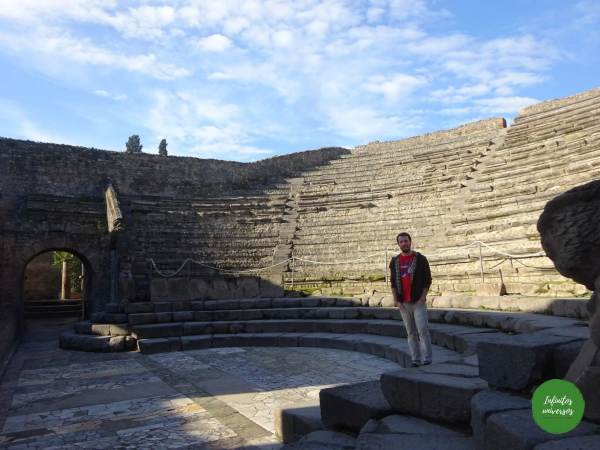 Visita al Parque Arqueológico de Pompeya por libre teatro piccolo pompeya
