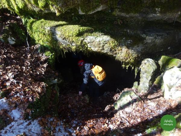 Entrada cueva de Noriturri Cueva de los Cristinos