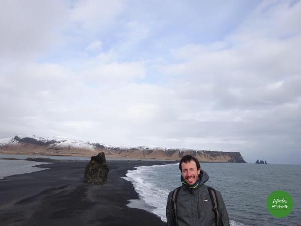 Qué ver y hacer en Vik: acantilado Dyrhólaey y la playa de arena negra Reynisfjara