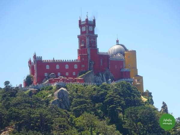 Palacio da Pena desde el Castelo dos Mouros Sintra  - Qué ver en Sintra en un día sintra portugal
