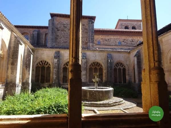 Claustro de la Colegiata de San Cosme y San Damián