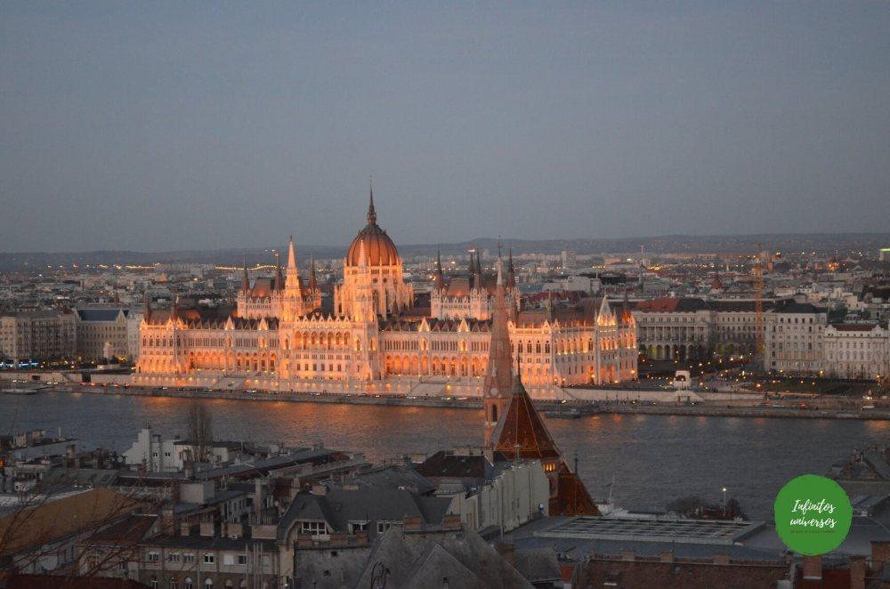 Vistas del parlamento desde el Bastión de los Pescadores